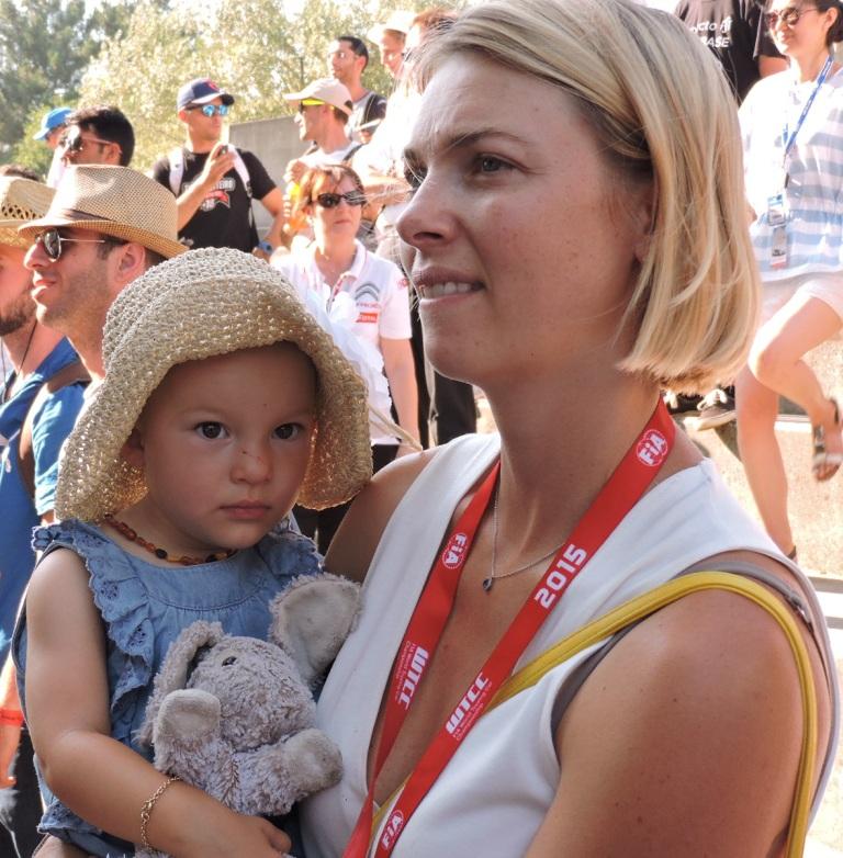 Kedvenc Mullerem, kedvenc nyuszijával. Mondjon akárki akármit, ő a legszívtipróbb csaj az egész paddockban! :)