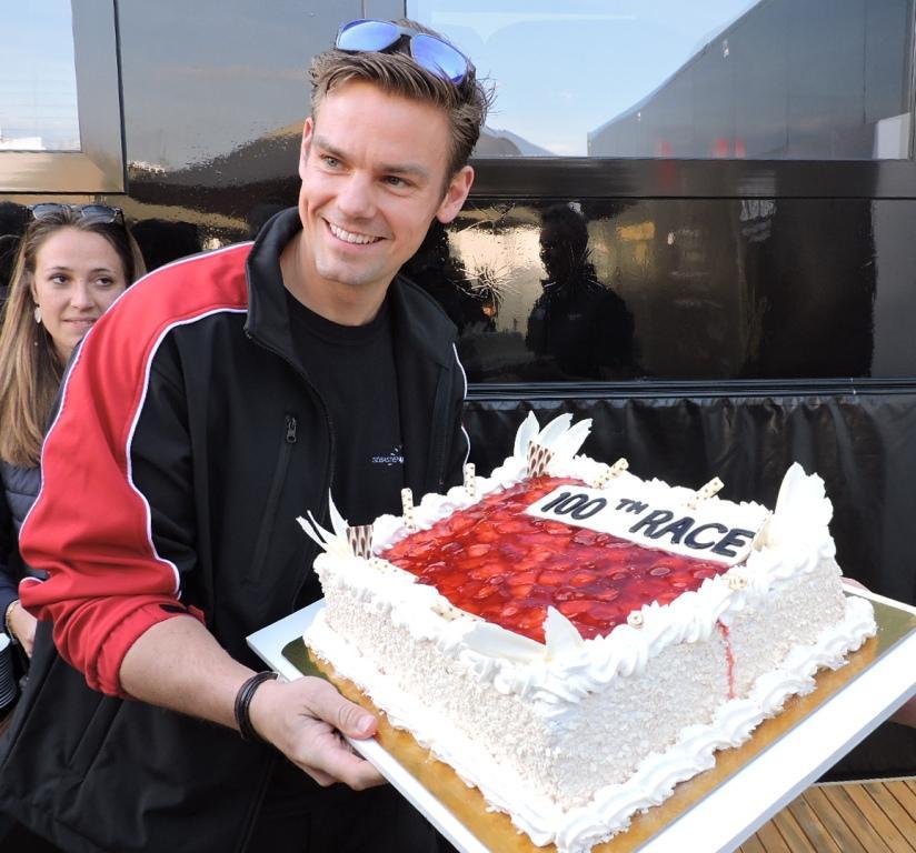 100 versenyért jár a torta, mint mindig...